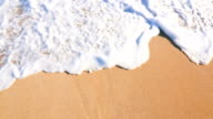 istock Close Up Shot of Waves Rolling Up White Sand Beach. 485675732