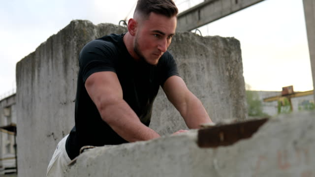 Close up shot of young muscular guy doing push-ups. Sport man, fitness muscle model guy making push ups exercise outdoor Close up shot of young muscular guy doing push-ups. Sport man, fitness muscle model guy making push ups exercise outdoor bodyweight training stock videos & royalty-free footage