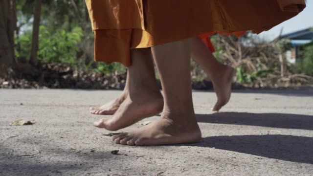 close up to the footstep of monk walk without the shoe. - cultura tailandese video stock e b–roll