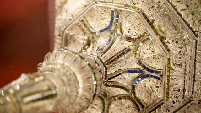 シチリア島パレルモの大聖堂の内部のスタンドの詳細を詳しく - モンレアーレ点の映像素材/bロール