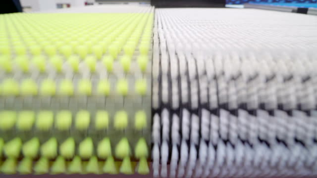 blick von der laufenden maschine innerhalb einer fabrik - pflicht stock-videos und b-roll-filmmaterial