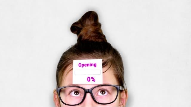 vídeos de stock, filmes e b-roll de close-up, um rosto adolescente inteligente, uma criança de óculos, com um adesivo na testa. uma animação do processo de abertura ocorre no adesivo - validação