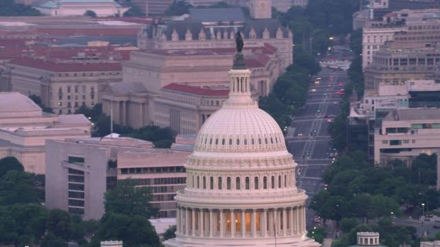 stockvideo's en b-roll-footage met luchtfoto van het detail van de hoofdstad koepel en washington d.c. - kapiteel
