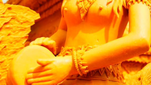 vídeos de stock, filmes e b-roll de parada da vela do close-up no dia de buddha, festival tradicional de tailândia - nordeste