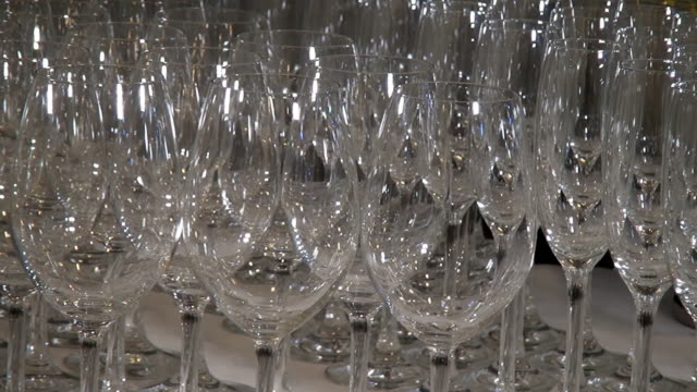 vídeos de stock e filmes b-roll de close-up crystal clear glass goblets shine on banquet table. - sideboard