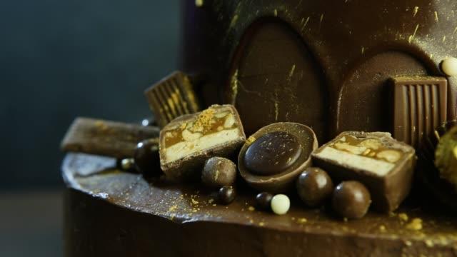 closeup fabulous decoration of chocolate cake - theobroma video stock e b–roll