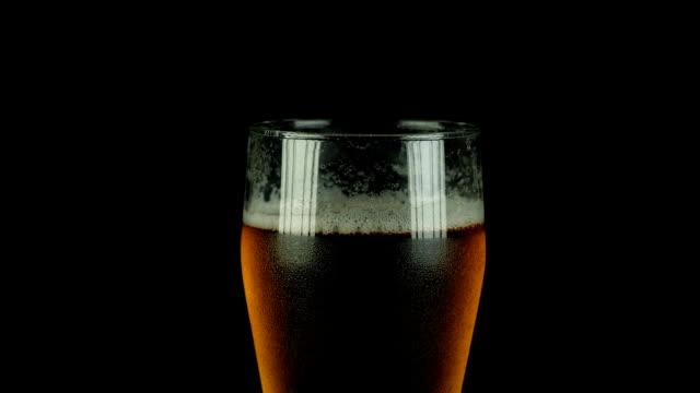 close-up: fresh bar beer - scone filmów i materiałów b-roll
