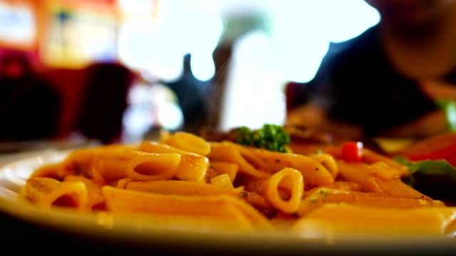 close-up hot italian pasta - cultura italiana video stock e b–roll