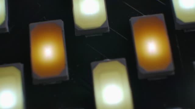 Led ライトバー内のクローズアップマクロショット。 ビデオ