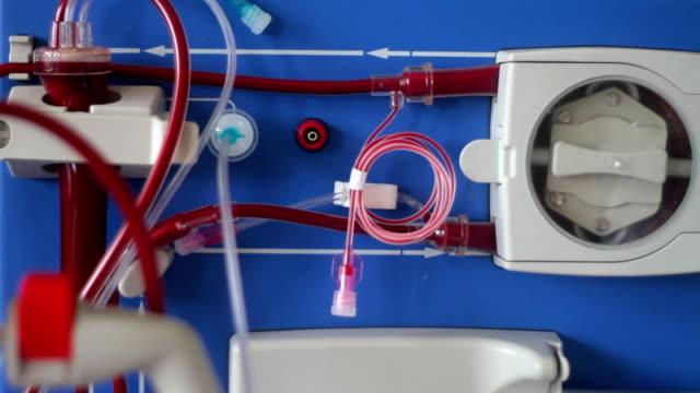 vídeos de stock, filmes e b-roll de close-up de uma máquina hemodialysis - diálise