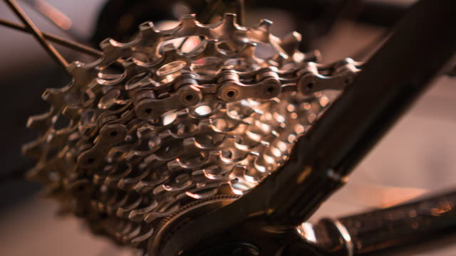 close-up of bicycle gear and chain in motion - evento ciclistico video stock e b–roll