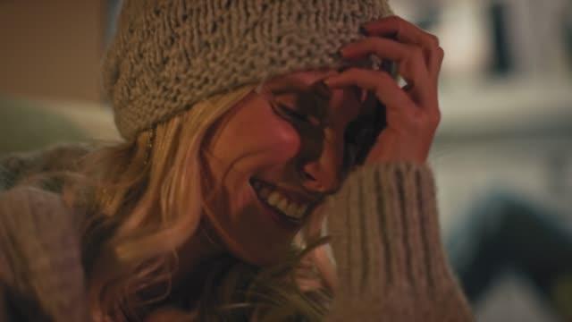 close-up of happy woman enjoying at night - abiti pesanti video stock e b–roll