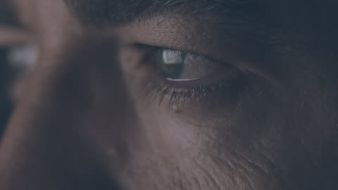 vídeos de stock e filmes b-roll de close-up of male eyes - primeiro plano