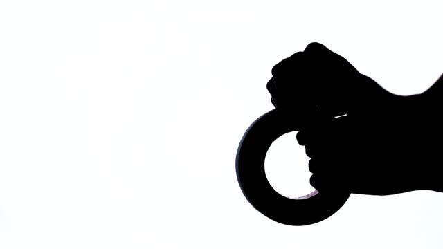 vídeos y material grabado en eventos de stock de un close-up de la mano de man tomando un pedazo de rollo de cinta adhesiva. tiro blanco y negro, aislado - pegajoso