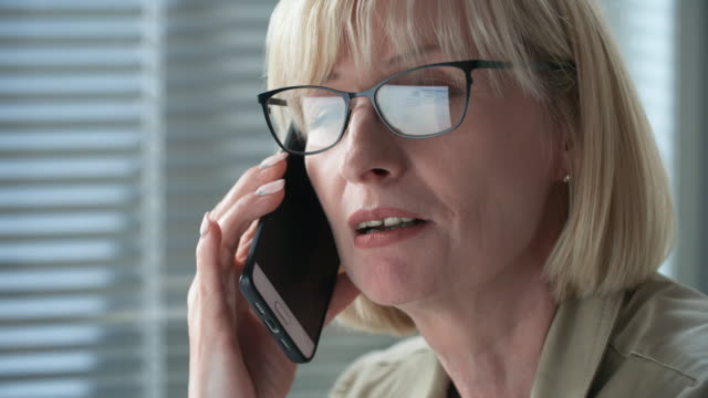 Bидео Close-Up of Mid aged Businesswoman Talking on Phone