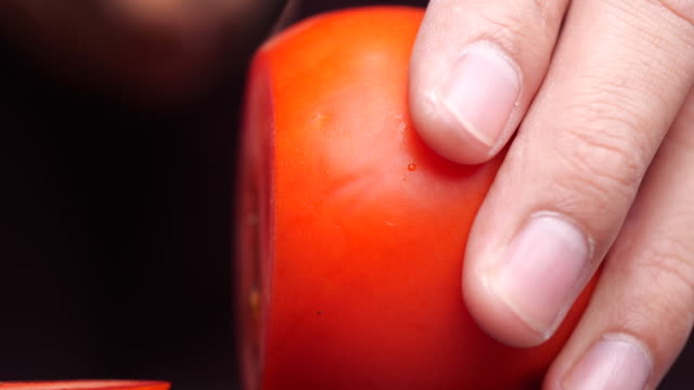 close-up of slicing red tomato - articoli casalinghi video stock e b–roll