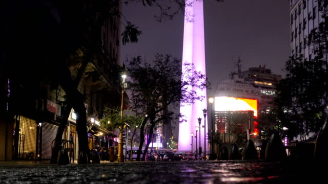 buenos aires dikilitaşı akşam close-up - obelisk stok videoları ve detay görüntü çekimi