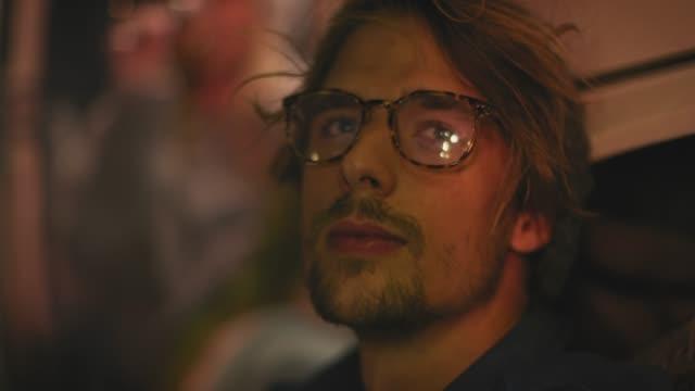 stockvideo's en b-roll-footage met close-up van attente man het drinken van wijn 's nachts - bril brillen en lenzen