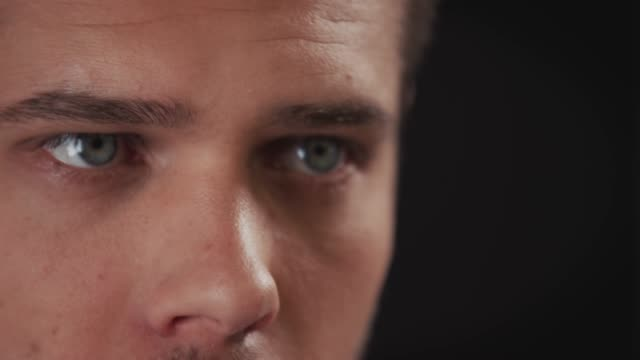 close-up of thoughtful young driver looking away - distrarre lo sguardo video stock e b–roll