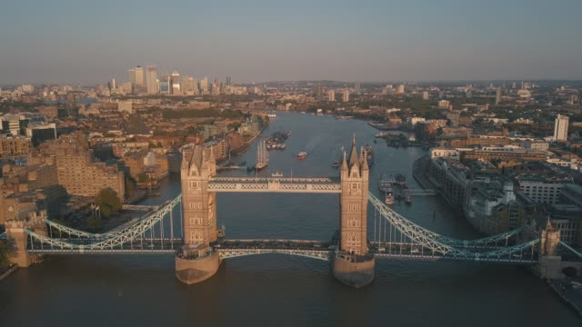 AERIAL: Close-Up of Tower Bridge in London at Sunset/Sunrise (4K)