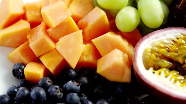 Nahaufnahme von verschiedenen Früchten – Video