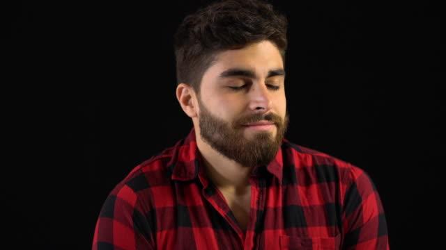 vídeos de stock e filmes b-roll de close-up of young man in shirt breathing deeply - quadriculado