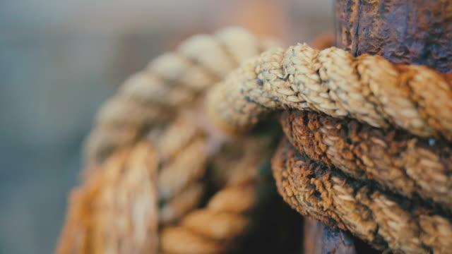 vídeos y material grabado en eventos de stock de primer plano de cuerda de nudo - embarcadero