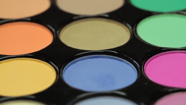 vidéos et rushes de palette de plan rapproché de la collection d'ombres à paupières - fard à paupières