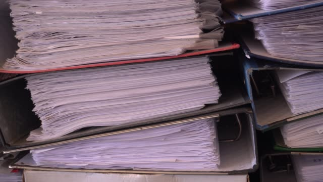 紙ファイルのアーカイブ文書を閉じる - ファイル点の映像素材/bロール