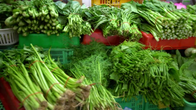4k close-up pile of fresh vegetables, lettuce, onion and others organic food - lattuga video stock e b–roll