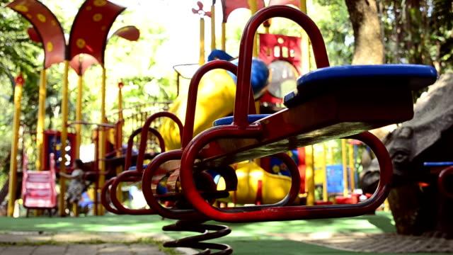 クローズ アップ: 遊び場 - 校庭点の映像素材/bロール