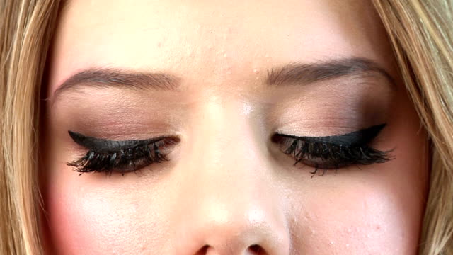 stockvideo's en b-roll-footage met close-up portrait of beautiful woman - eyeliner