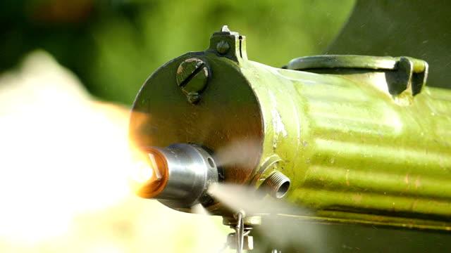 close-up - shooting from the machine gun of the first world war (slow motion) - i wojna światowa filmów i materiałów b-roll