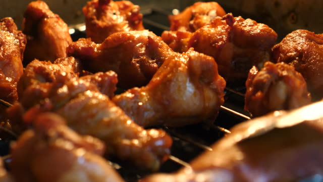close-up shot grilling bbq barbecue chicken in the hot oven - filetto video stock e b–roll