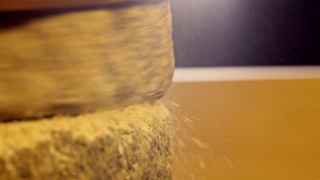 vídeos y material grabado en eventos de stock de foto de muela de esmerilado de trigo - moler