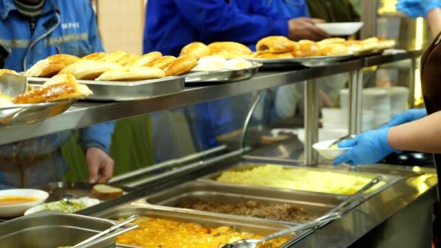 vídeos de stock e filmes b-roll de close-up, showcase with dishes in modern self service canteen - cantina