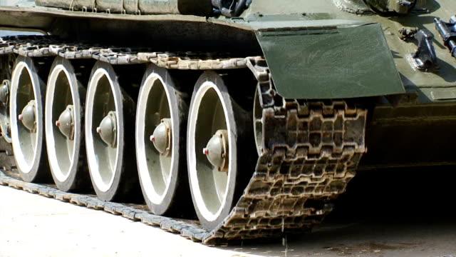 Bидео close-up - tank tracks