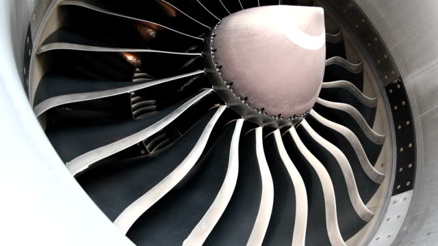 Close-up turbine engine