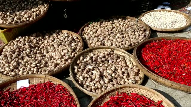 close-up view heap of red chili pepper on market. - aglio cipolla isolated video stock e b–roll