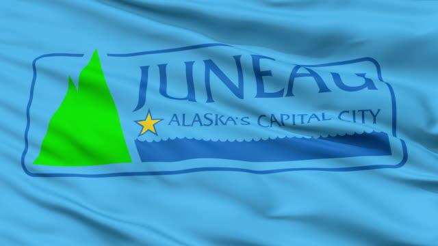 primo piano sventolando bandiera nazionale di juneau città, alaska - alaska stato usa video stock e b–roll