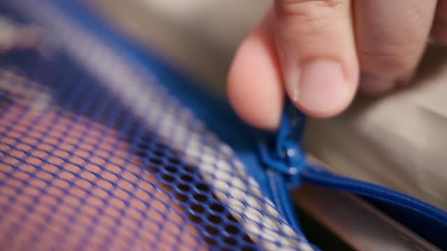 close-up zipper line, keep clothes, put on luggage. - спортивное оборудование стоковые видео и кадры b-roll