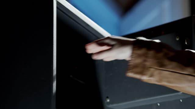 Closing a gun in domestic safety deposit box
