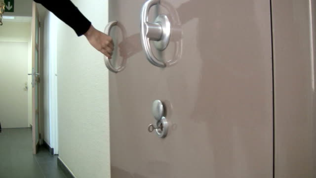 Closing a vaulted door video