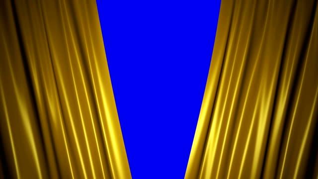 vídeos de stock, filmes e b-roll de fechando e abrindo as cortinas de seda douradas brilhantes no estágio. animação 3d com chave de croma. - prêmio