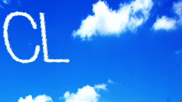 青い空と白い雲、新しい技術コンセプトに書かれたクラウドのコンセプト - 鎖の輪点の映像素材/bロール