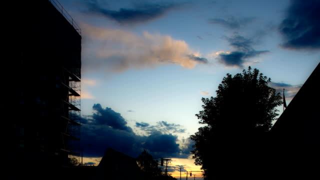 雲のタイムラプス日没 - 層積雲点の映像素材/bロール