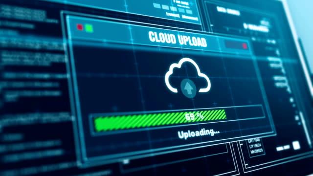 vidéos et rushes de nuage télécharger progrès avertissement message upload complet alerte sur l'écran, ordinateur écran entrant dans système de login et mot de passe connexion en montrant les progrès accordée sécurité du système. - informatique en nuage