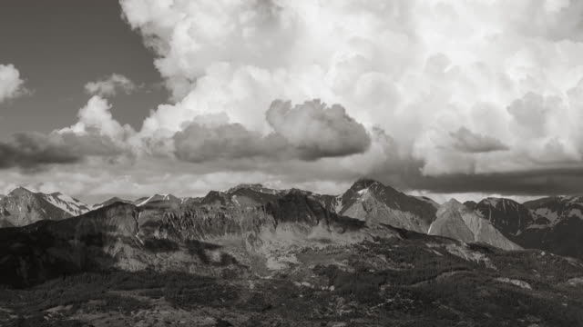 Clouds formation above the Aiguilles de Chabrières in Black & White (time-lapse). Hautes-Alpes, Ecrins National Park, France - vídeo