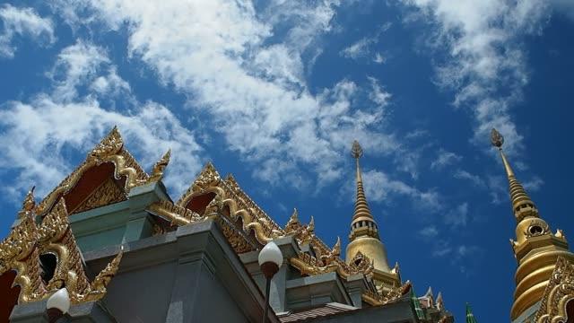 vídeos de stock, filmes e b-roll de nuvens se movendo mais de templos - wat