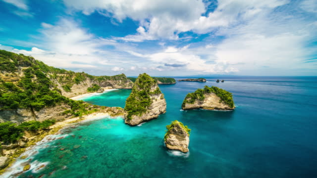 clouds over atuh beach nusa penida indonesia time lapse 4k - индонезия стоковые видео и кадры b-roll